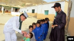 Children are vaccinated against polio in Pakistan's tribal areas. (file photo)