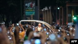 Papu u Brazilu dočekale desetine hiljada vjernika