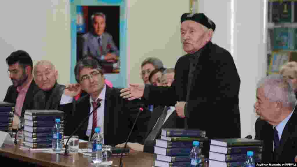 На презентации сборника сочинений Мустафы Шокая. Алматы, 12 декабря 2013 года.