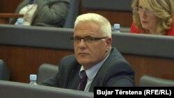 Në aktakuzë është përfshirë ish-shefi i Grupit Parlamentar të PDK-së, Adem Grabovci, si dhe 10 persona të tjerë me funksione të larta zyrtare.