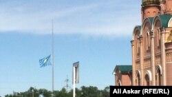 У Свято-Никольского собора в Актобе. 9 июня 2016 года.