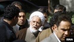 مهدی کروبی از رییس جمهوری ایران خواسته است تا مقدمات تشکیل دادگاه علنی وی را فراهم کند.