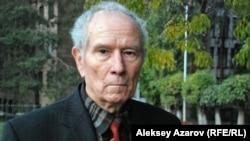 Ветеран Советской армии Юрий Падюков. Алматы, 21 октября 2011 года.