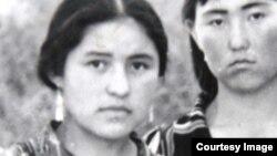 Сабриноз (солдо) Шаар-Туздагы кыргыз мектепте окуп жүргөн кезиндеги сүрөт, 1970-жж.