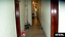 Bura Fətəlixan Xoyski küçəsində yerləşən gözdən əllilər üçün yataqxananın birinci mərtəbəsidir