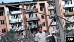 Хонаҳои истиқоматии шаҳри Горӣ пас аз бомбаборони ҳавопаймоҳои Русия, 11 августи соли 2008.