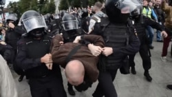 Police Detain Hundreds At Opposition Rally In Moscow