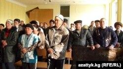 """Судебное заседание по делу о событиях около фабрики """"Санпа"""", Джалал-Абад, 9 марта 2011 года."""