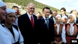 Може ли некој да им помогне за решавање на спорот? Премиерите на Македонија и Грција Груевски и Папандреу