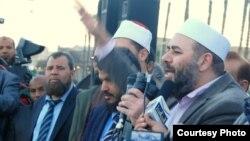 جماعة الإخوان المسلمين يواجهون المحتجين ضد الرئيس محمد مرسي