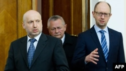 Ukrainian Prime Minister Arseniy Yatsenyuk (right),acting President Oleksandr Turchynov (left) delivered an address together on television. (file photo)