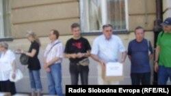 Sindikati donose potpise građana za referendum, 14. srpanj 2010.