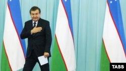 Жеңіске жеткен кандидат Шавкат Мирзияев кезектен тыс президент сайлауынан кейін өз жақтастарымен кездесу кезінде. Ташкент, 5 желтоқсан 2016 жыл.