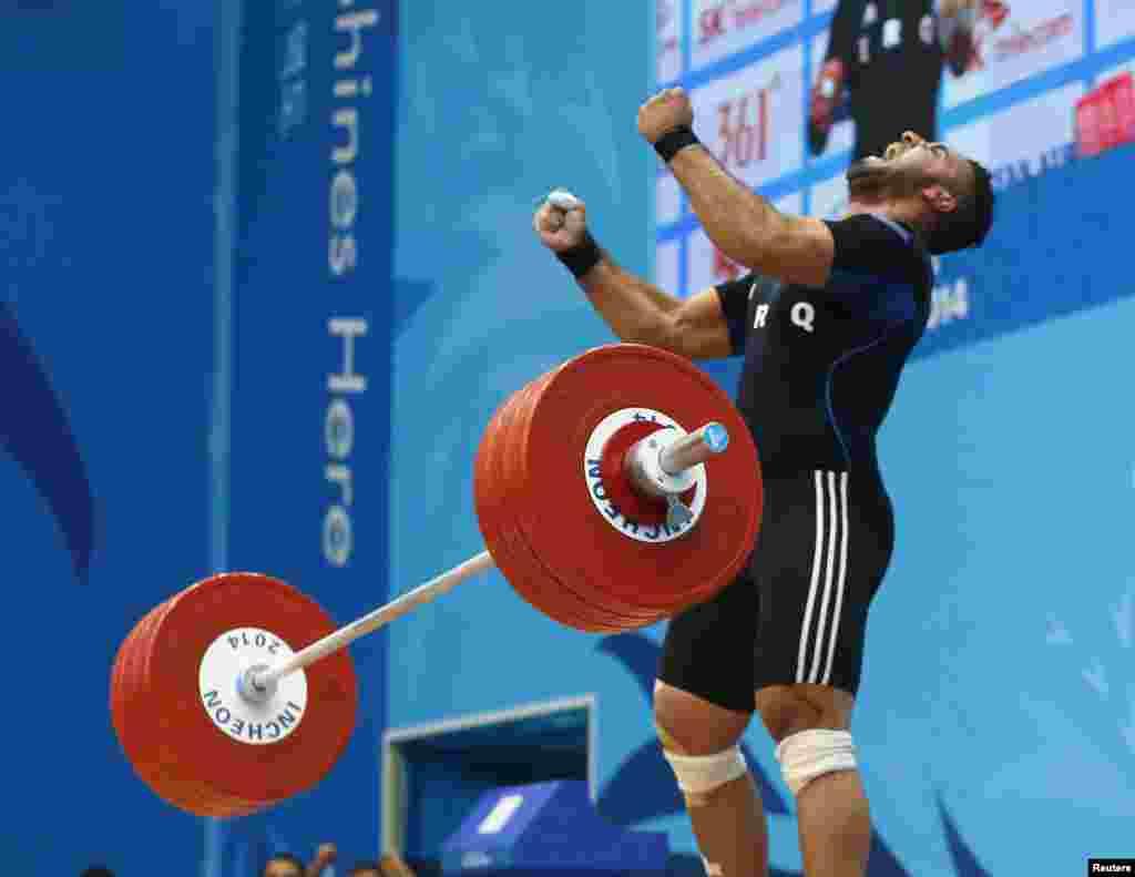 Южная Корея. Инчхон. 17-е Азиатские Игры. Штангист Ирака Салван Хасим Аббуд(Salwan Jasim Abbood) празднует удачное выступление на соревнованиях по тяжелой атлетике в весовой категории 105 кг. 26 сентября 2014.