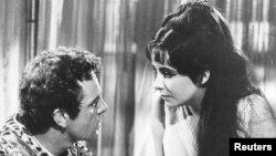 """Актриса Элизабет Тейлор менен Ричард Бартон 1963-жылы тартылган """"Клеопатра"""" тасмасы советтик көрүүчүлөргө 1980-жылдары жеткен."""