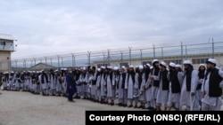 شماری از زندانیان گروه طالبان که از سوی حکومت افغانستان رها شده اند.
