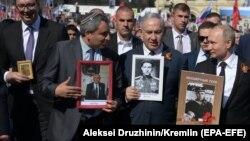 """Александр Вучич (слева), Биньямин Нетаньяху (второй справа) и Владимир Путин на шествии """"Бессмертного полка"""""""
