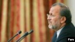 آقای متکی می گوید که حضور معاون وزیر خارجه ایران در اجلاس بغداد در حال بررسی است.