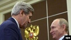 Госсекретарь США Джон Керри и президент РФ Владимир Путин в Сочи 12 мая.