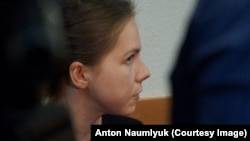 Вера Савченко слушает приговор Александрову и Ерофееву