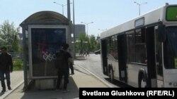 Астанадағы автобус. (Көрнекі сурет).