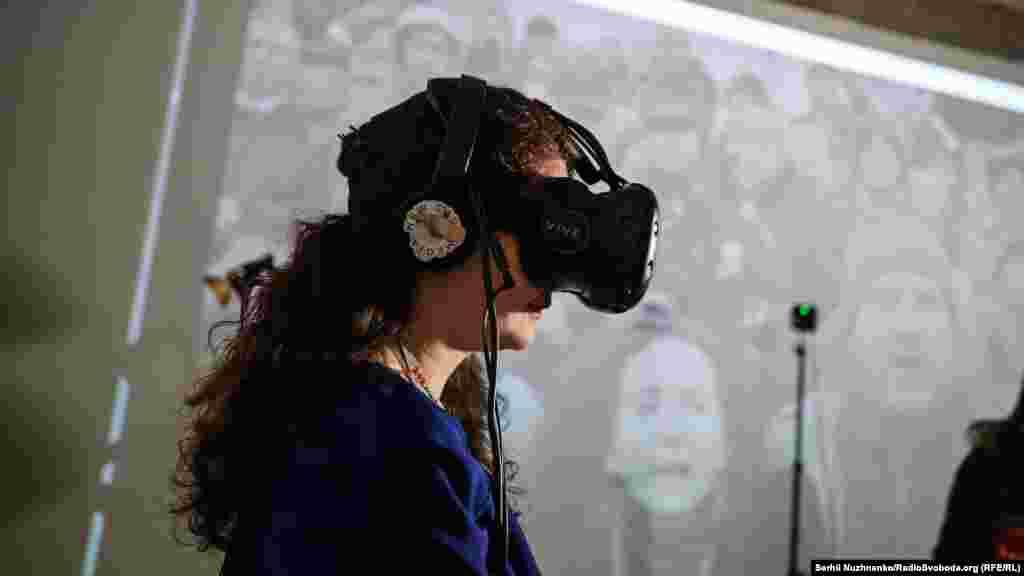 На виставці представлений проект Aftermath VR: Euromaidan, над яким працювала команда New Cave Media. Проект розповідає про трагічні події ранку 20 лютого 2014 року в інноваційному форматі віртуальної реальності. Вдягнувши VR-шолом, кожен може опинитися на Інститутській та через архівні матеріали, артефакти з Майдану та 360°-інтерв'ю з очевидцями дізнатися більше про те, що сталося «чорного четверга»
