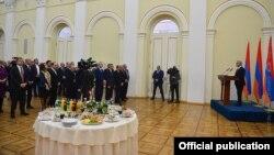 Во время приема для представителей делового сообщества в резиденции президента Армении. 22 декабря 2016 г.