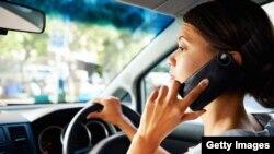 Azyaşlı uşaqların valideynləri gün ərzində telefonlarını orta hesabla 70 dəfə əllərinə götürürlər.