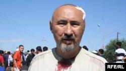 Арон Атабек Шаңырақ оқиғасы кезінде. Алматы, 14 шілде 2006 жыл.