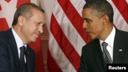 U.S. -- President Barack Obama (R) and Turkish Prime Minister Recep Tayyip Erdogan shake hands in New York, 20Sep2011
