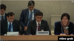 Türkmenistanyň Daşary işler ministriniň orunbasary Wepa Hajýew (ortada). Arhiw suraty
