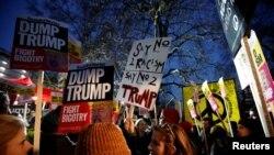 Demonstranti su u povorci prošli od Ambasade SAD do Parlamenta