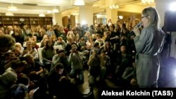 Телеведуча Ксенія Собчак під час зустрічі з жителями Єкатеринбурга, 27 жовтня 2017 року