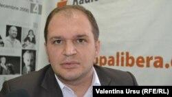 Ion Ceban, o fotografie în studioul Europei Libere la Chișinău