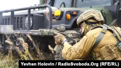 Українські військові кажуть, що їхні позиції зазнали обстрілів із забороненого Мінськими угодами озброєння