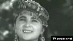 """Gavhar Matyoqubova """"Lazgi"""" raqsini 1967 - yilda """"Komiljon Otaniyozov kuylaydi"""" filmida ijro qilib, bir kunda Markaziy Osiyoning raqs yulduziga aylangan edi - video skrinshoti"""