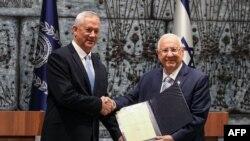 Бенні Ганц (зліва) отримав від президента доручення сформувати уряд