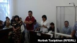 Суд по делу журналиста Жанболата Мамая, которого власти обвиняют в «отмывании» денег через редакцию газеты «Трибуна». Алматы, 14 августа 2017 года.