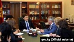 Премьер-министр Сапар Исаков и представители организации EASST. 16 марта 2018 года.
