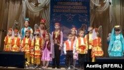 """Новосибирскиның """"Мирас"""" балалар вокал ансамбле чыгыш ясый"""