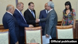 Armenia - President Serzh Sarkisian (R) meets with leaders of the Prosperous Armenia Party to discuss constitutional reform, 26August, 2015