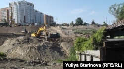 Большая стройка наступает на жилые дома