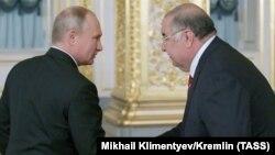 Президент России Владимир Путин и бизнесмен Алишер Усманов. Кремль, 24 октября 2018 года.