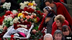 Анна Политковскаяны акыркы сапарга узатуу. 10-октябрь, 2006-жыл.
