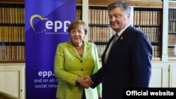 Angela Merkel și Petro Poroșenko la Bruxelles, 22 iunie 2017.