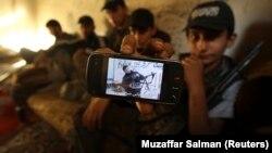 Этот снимок сделан в одном из повстанческих отрядов в Алеппо. Июнь 2013 г.