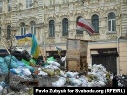 """В ожидании конца срока действия """"Закона об амнистии"""" протестующие укрепляют баррикады"""