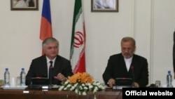 Совместная пресс-конференция Эдварда Налбандяна и Манучехра Моттаки. Тегеран, 15 сентября 2010 г. (фотография – МИД Армении)