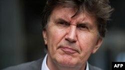 Ejup Ganić napušta sud poslije donošenja odluke, 27. jul 2010.