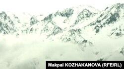 Горные массивы на территории Алматинской области.